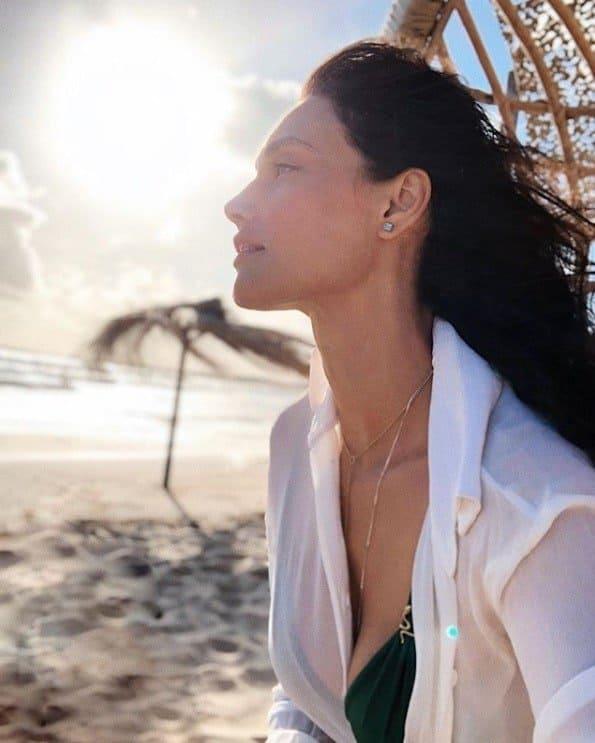 Essa foi a imagem que a atriz Débora Nascimento publicou após a separação com José Loreto