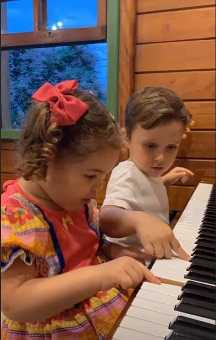 Filha de José Loreto e Débora Nascimento como caipirinha