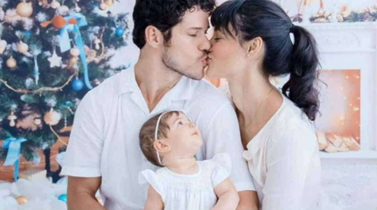 Foto dá ao entender que Débora Nascimento e José Loreto voltaram