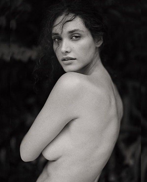 A mamãe Débora Nascimento publicou essa imagem de quando estava grávida do ator José Loreto
