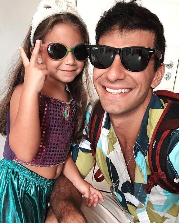 Filha de Deborah Secco pronta pro carnaval