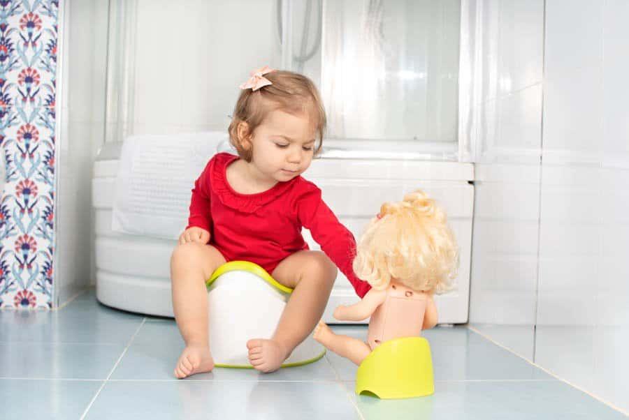 Deixe o momento leve e descontraído para facilitar o desfralde infantil