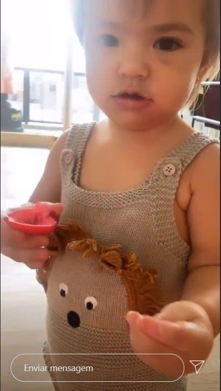 Filha de Sabrina Sato e Duda Nagle após se sujar de batom