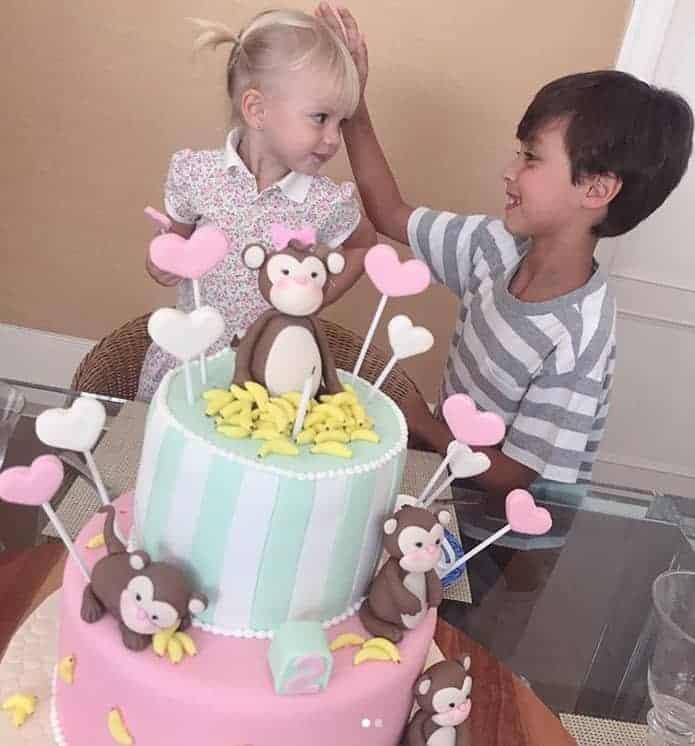 Filhos de Eliana comemorando o aniversário da fofa Manuela