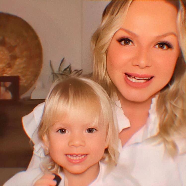 Eliana com sua pequena Manuela