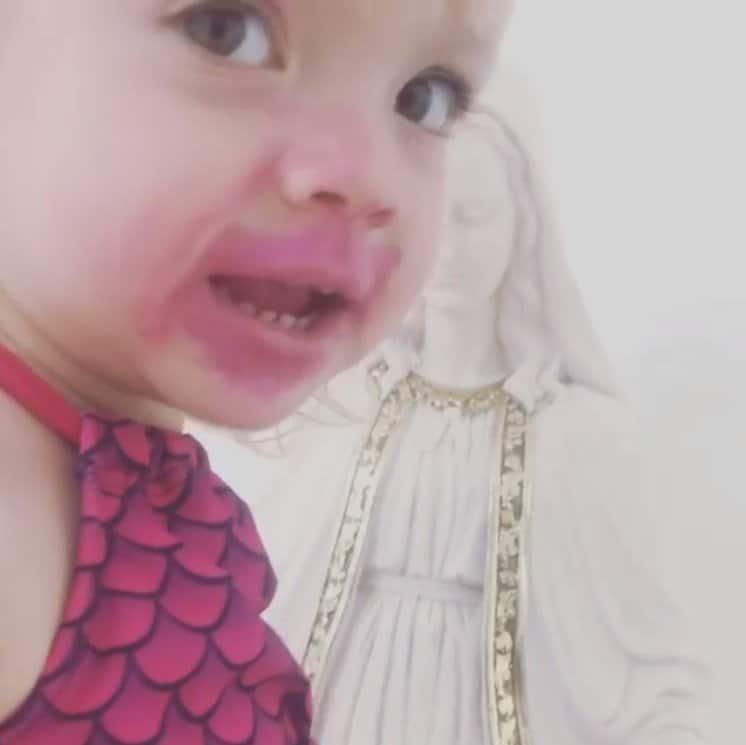 Flagra que Eliana fez de sua bebê