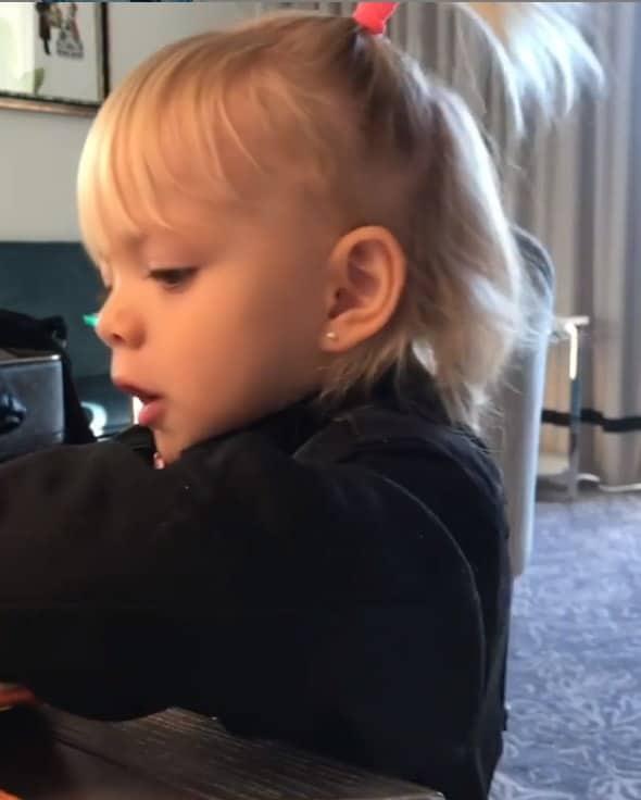 Eliana mostrou a filha orando em uma imagem