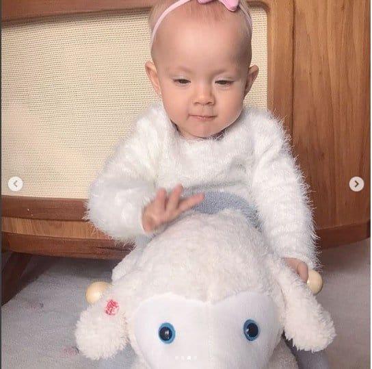 Essa foi mais uma foto que a Eliana posto para comemorar o primeiro aniversário de Manuela.