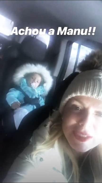 Manuela com a filha no carro