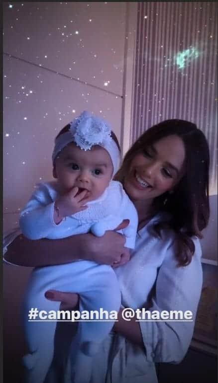 Eliana encantou ao mostrar a pequena Liz com Thaeme