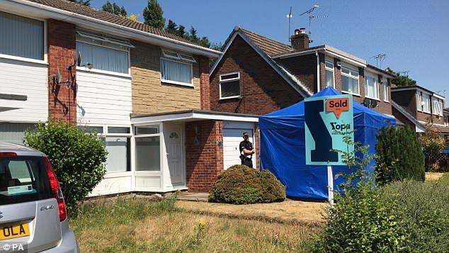 A policia está investigando a casa da enfermeira