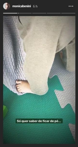 Essa é outra foto que Monica Benini publicou do pé de seu filho