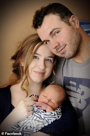 Jogador com a esposa e seu menino meses antes da terrível perda