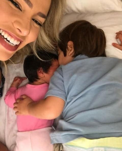 A mamãe Adriana Sant´Anna e seus filhos Linda e Rodrigo