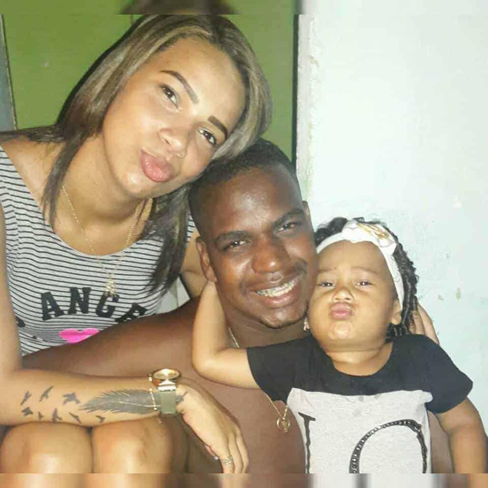 Emily Sofia com seus pais