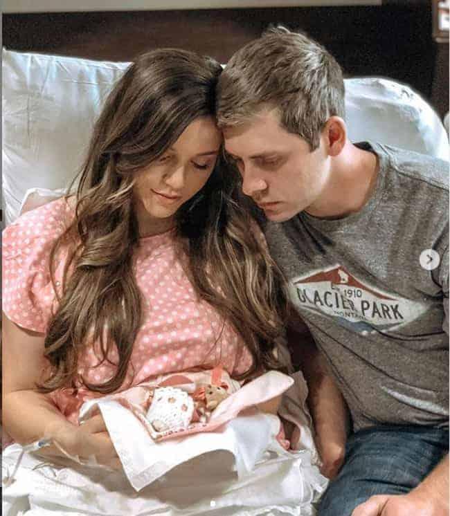 A famosa com a bebê de 20 semanas que perdeu