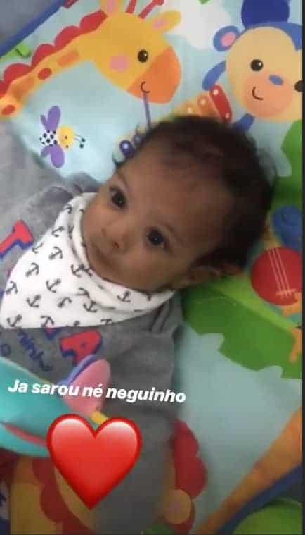Felipe Araújo posta foto do filho brincando e encanta internet