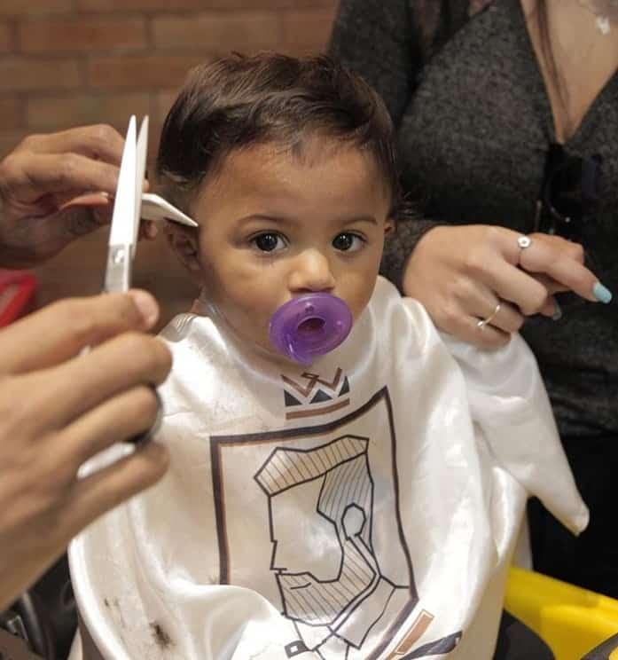 Primeira vez que filho de Felipe Araújo cortou o cabelo