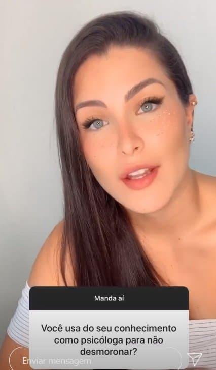 Caroline Marchez falando de polêmicas com Felipe Araújo