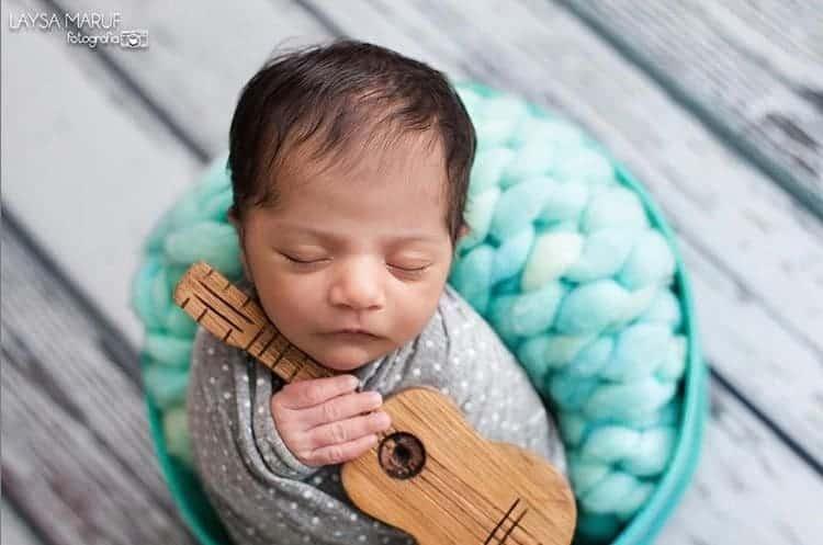 O bebê Miguel, filho do cantor Felipe Araújo, em seu ensaio newborn