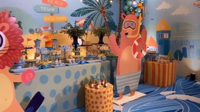 Mesa do bolo da festa de um ano de Miguel