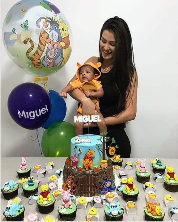 Miguel com a mamãe Caroline Marchezi