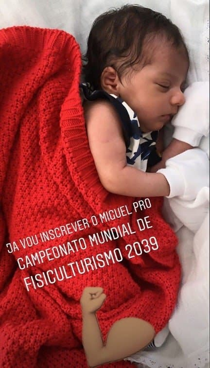 """Felipe Araújo posta foto do filho """"fortinho"""""""