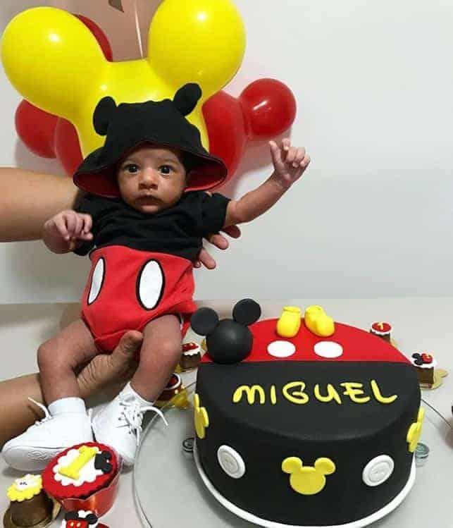 Filho de Felipe Araújo ganha festa com tema do Mickey