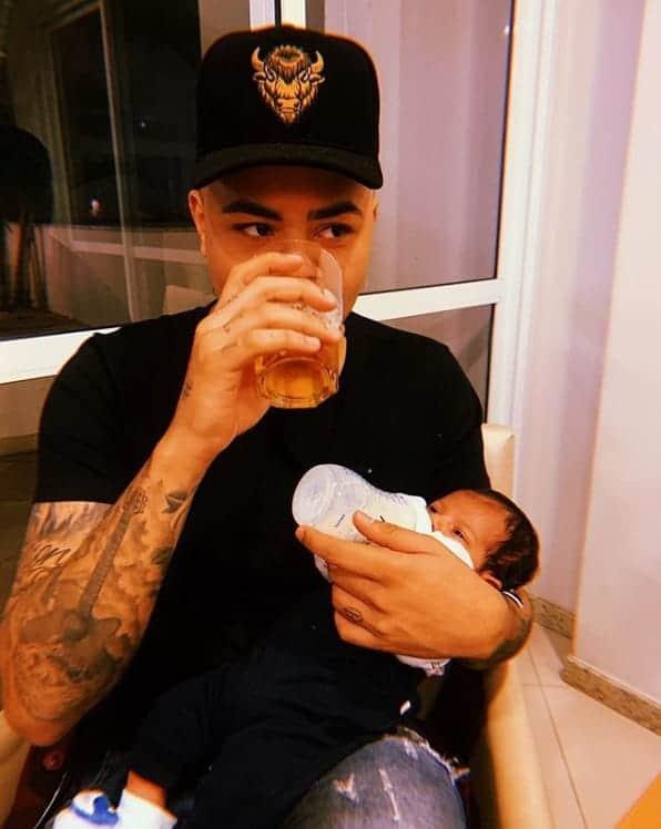 Essa foi a imagem que o cantor Felipe Araújo publicou com o seu bebê Miguel