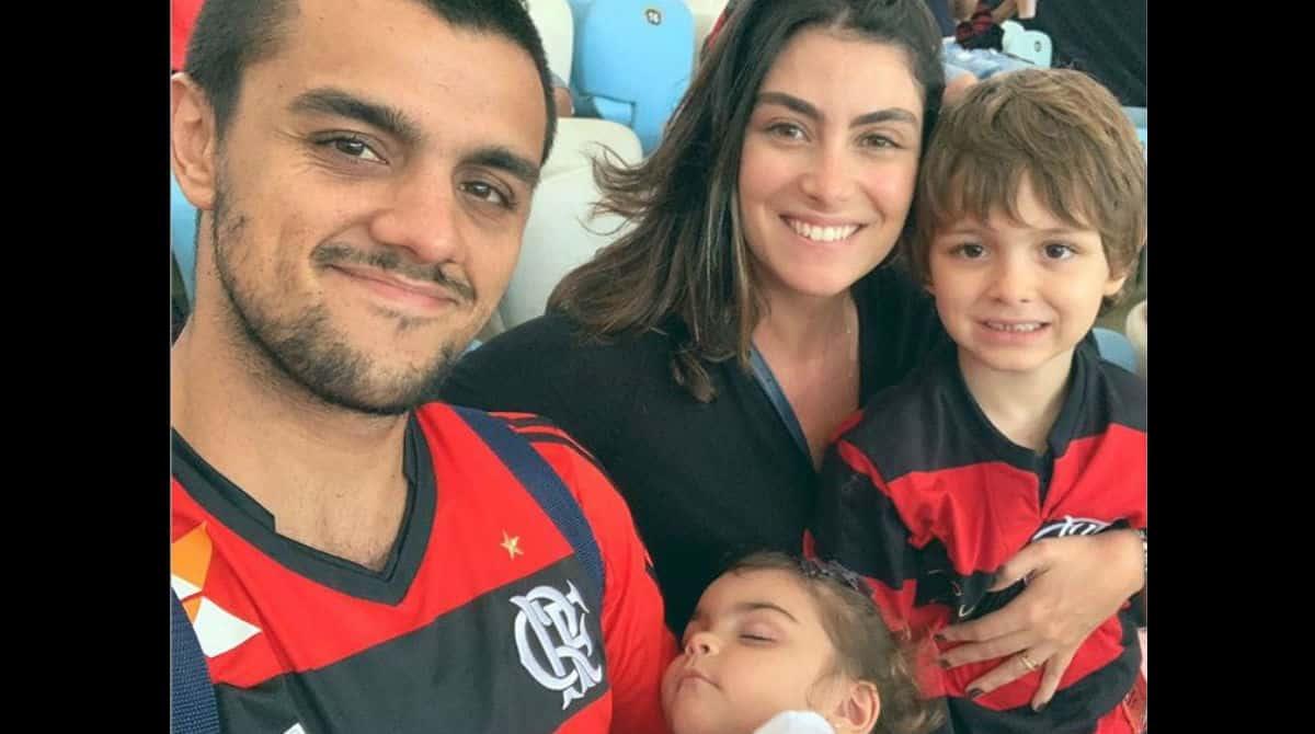 Felipe Simas e a esposa fizeram um fofo chá revelação