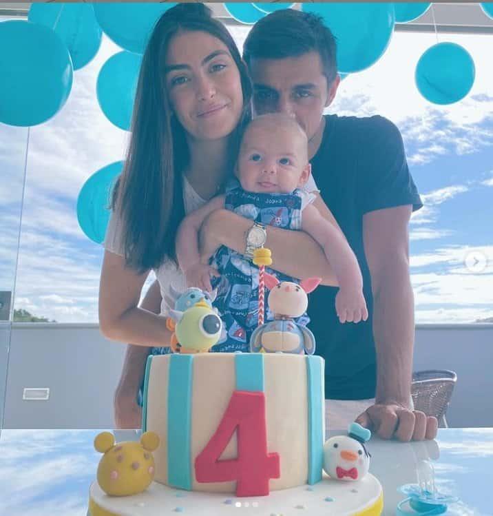 Felipe Simas comemorando o mêsvesrsário de seu caçula