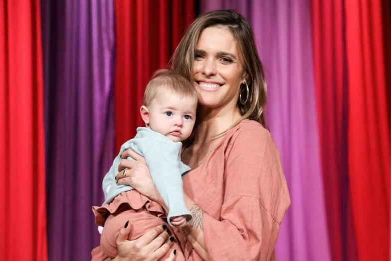 Fernanda Lima ao lado de sua filha Maria Manoela