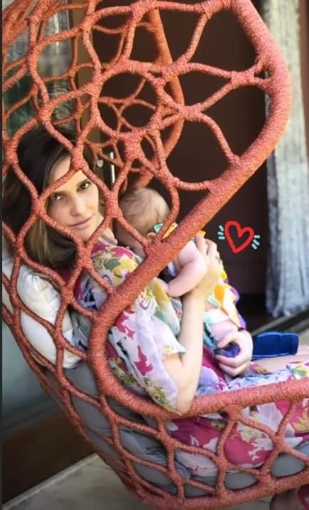 Fernanda Lima também mostrou outra foto com sua bebê