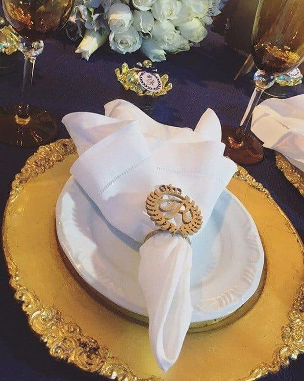 Para celebrar o aniversário do pequeno, os papais organizaram uma festa luxuosa