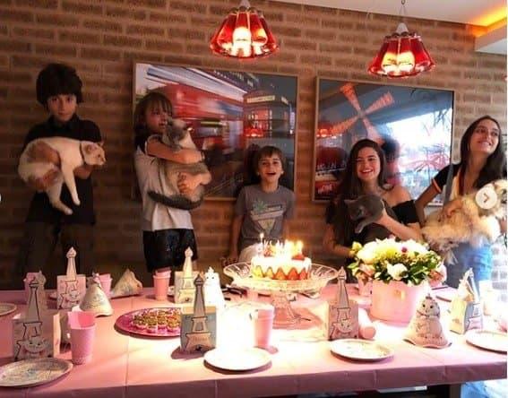 E teve até parabéns na festa de aniversário da gata Elsa