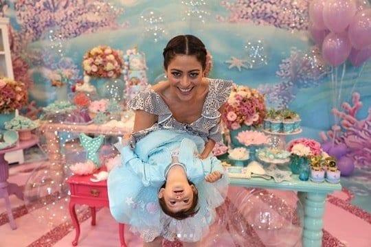 Carol Castro com a filha Nina