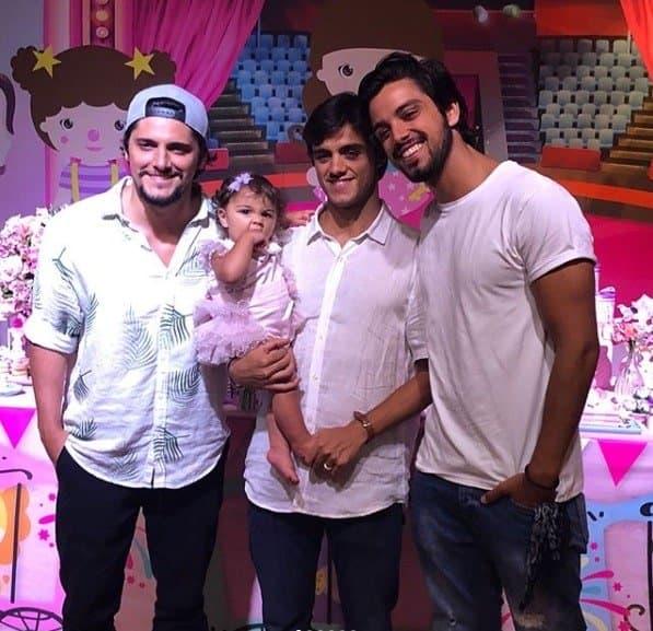 Os tios de Maria, Bruno Gissoni e Rodrigo Simas