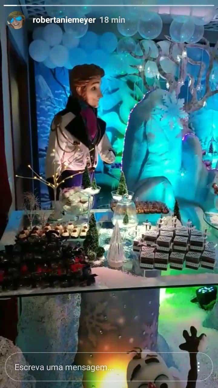 A festa do Frozen foi realizada em um buffet