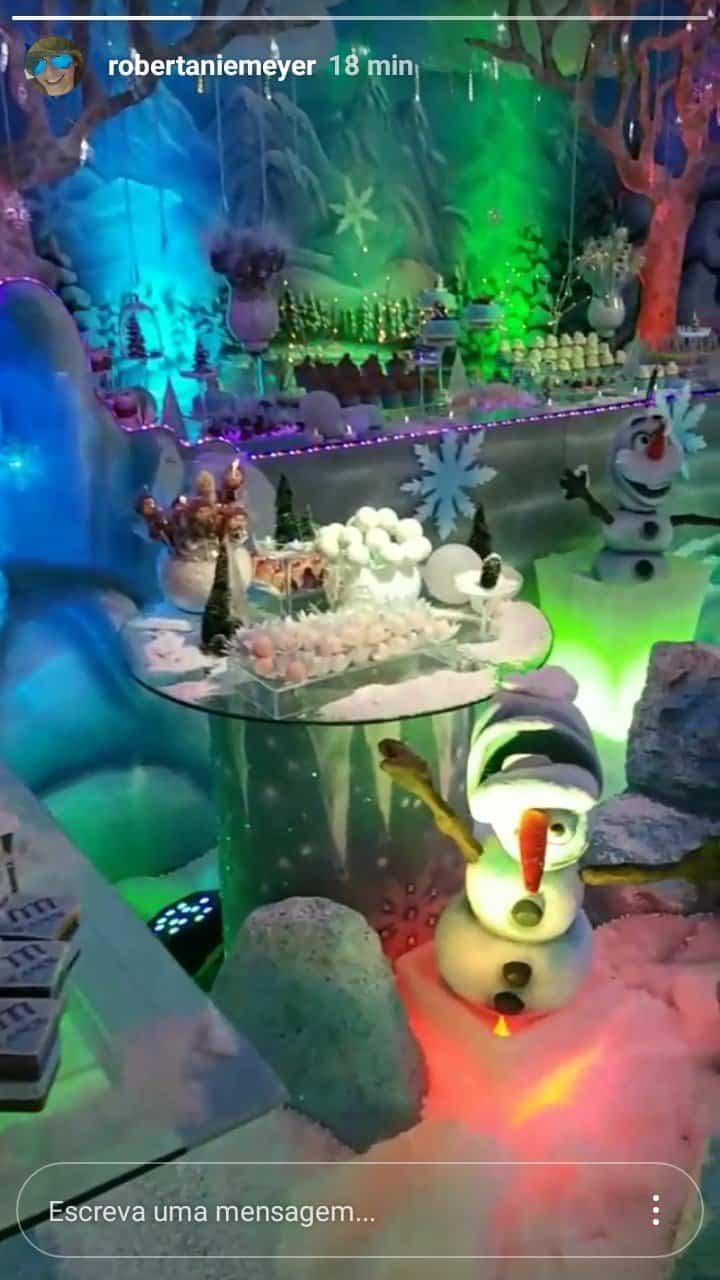 Mesa de doces da festa de Titi