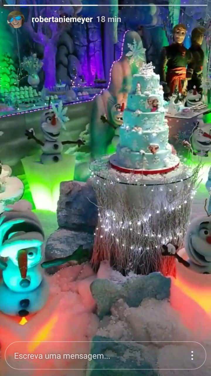 Bolo do Frozen do aniversário de Tiri