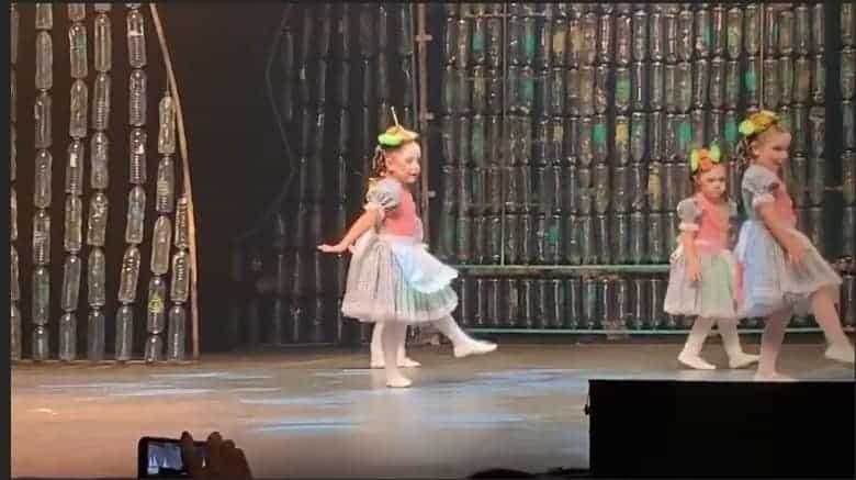 Mais uma publicação da pequena Ysis, filha do Wesley Safadão durante sua apresentação de dança