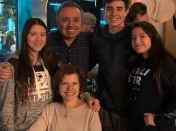 Filho de Gugu mostrou esta linda foto da família
