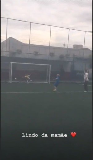 Davi Lucca marcou um gol de pênalti