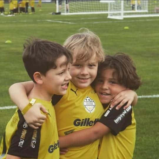 Durante um campeonato de futebol Davi Lucca com seus amigos