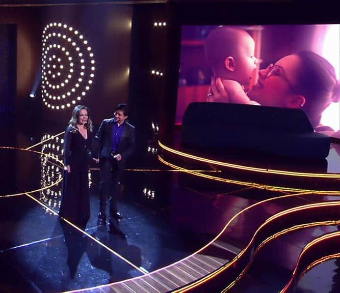 O filho de Sandy ainda bebê no colo da cantora