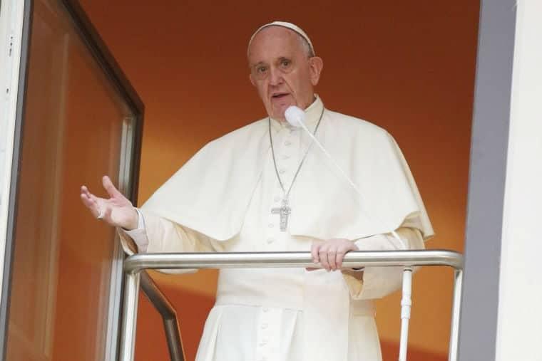 Papa falou sobre abusos sexuais contra freiras antes das duas mulheres ficarem grávidas