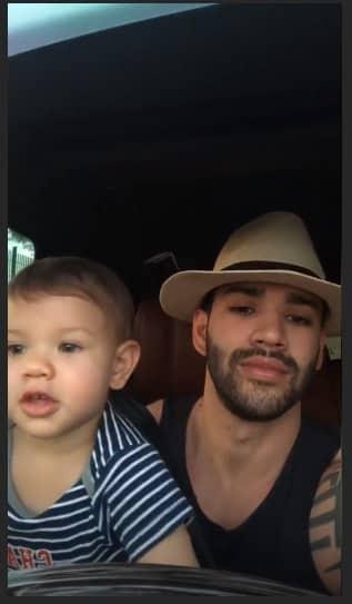 """Filho do Gusttavo Lima """"dirigindo"""" com o pai"""