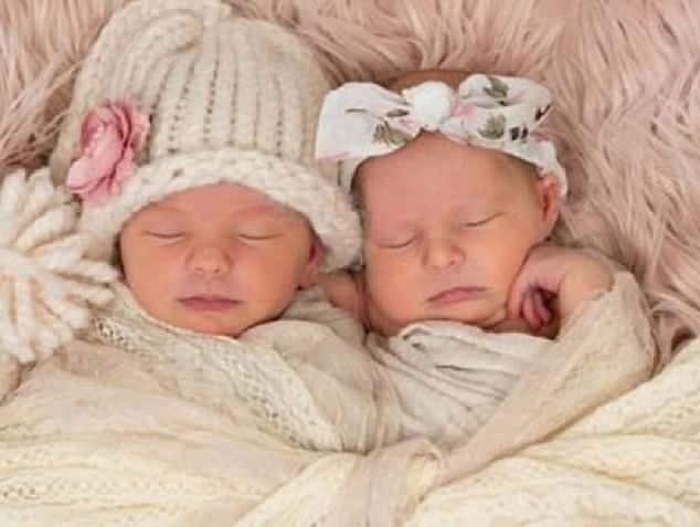 Gêmeas morreram quando estava dormindo na cama da mãe