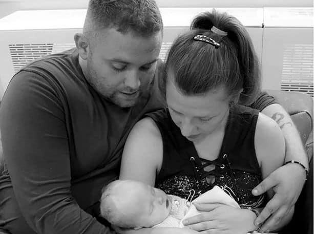 Uma triste publicação os pais se despedindo da bebê Sapphire Jade