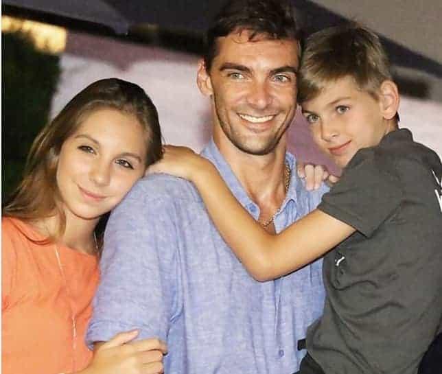 Nicoll e Patrick com o papai Giba do volei